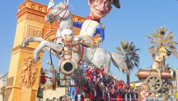 Carri Di Carnevale I Carri Di Cartapesta Per Il Carnevale